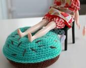 Mint Donut Pouffe - A Footstall Chair for Blythe - Middie Neo Kenner - Doll Furniture - Tuffet Hannock - Crochet Donut - Eriko's Emporium