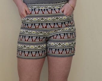 """Abstract, """"tribal"""" inspired patterned elastic waist shorts with pockets- 8/10"""