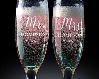 Set of 2 Wedding Toasting Flutes, Wedding Toasting Champagne Glasses, Mr. Mrs., Champagne Flutes, Custom Personalized Champagne Glass PCG100