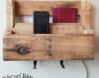 Cellular charging station, tablet | Shelving pallets | Upcycled wood pallet | Organizer for electronic wires by Récup'Rétro