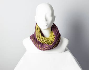 Crocheted infinity scarf – Reversible inverted 'inversible'