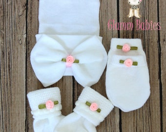 Newborn White Hat  Beanie and mittens set . Baby girl. Pink rosette newborn infant girl gift set. Baby shower gift .pink and white bows