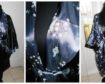 Vintage Kimono Reversible Japanese Silk Robe Japanese Print Kimono Dragon Robe  / Size Small/Med/ Large