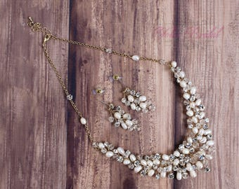FAST SHIPPING!! Beautiful Gold Swarovski Crystals and Fresh Water Pearls Jewelry Set, Bridal Set, Bridal Jewelry Set, Sweet 16 Jewelry Set