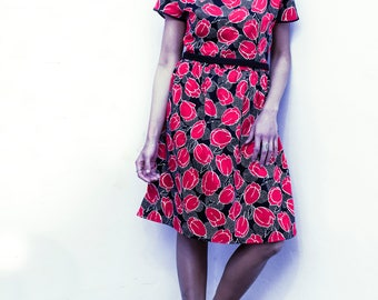 Tulip print cotton dress with shirred fabric on the waist and neckline with black flowers