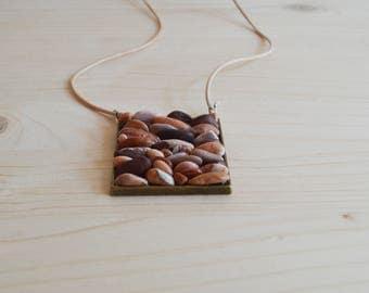 Beach pebble necklace - bronze