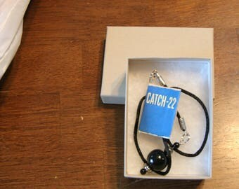 Catch - 22 by Joseph Heller miniature book charm bokmark