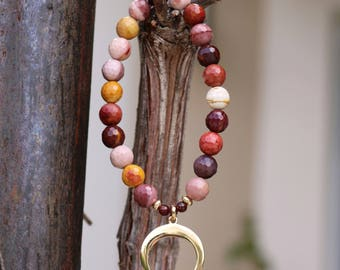"""Gemstone bracelet woman """"Tinghir"""" - mookaite faceted and """"Crescent Moon"""" pendant plated gold - Crystal healing - boho chic - 251"""
