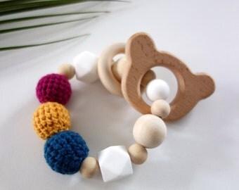 Hochet d'éveil Montessori  : anneau de dentition bébé en perles bois naturel et crochet - Modèle ours - fait main