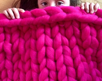 Chunky Knit Blanket in Fuchsia Color, Super Chunky Knit, Merino Wool Blanket, Wool Baby Blanket, Handmade Baby Blanket, Giant Yarn