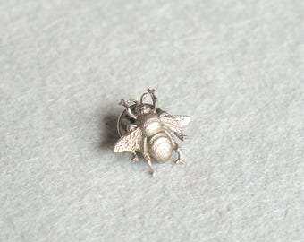 Silver Bee Lapel Collar Pin Badge / Bee Tie Tack, Brass Nature Pin, Insect Jewelry, Bee Brooch / Valentines Day, Gift For Him, Gift For Her