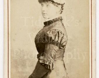 CDV Carte de Visite Photo Victorian Young Beautiful Woman, Pretty Dress Bonnet Identified Portrait - J Moffat of Edinburgh Scotland Antique