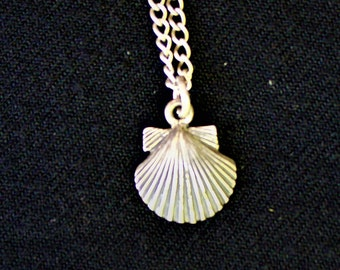 Vintage  Sterling Silver Scalloped SEASHELL NECKLACE