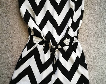 Off-shoulder jumpsuit with stripped pattern