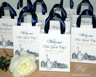 35 Welcome to NYC Wedding Bags for guests with satin ribbon handles and Gold names - Elegant Custom Personalized weddings gifts and favors