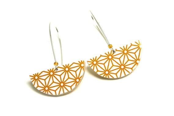 Earrings wood yellow curry Asanoha geometric Japanese stars, half round