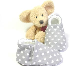 Grey baby slippers with white hearts ,size 3 to 6 months, handmade by Tricomuse