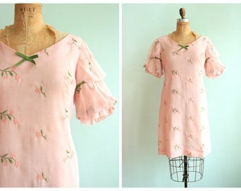 Vintage 1960's Light Pink Embroidered Dress | Size Small