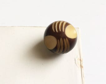 Vintage art deco two tone carved ball button