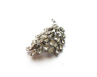 Vintage KRAMER Silver Leaf Style with Clear Prong Set Crystal Rhinestones Pin Brooch