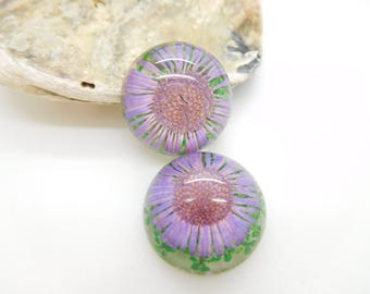 1 cabochon resin with dried flower Daisy purple clear 20 mm