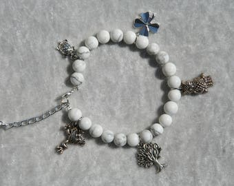"""Howlite bracelet with charms """"lucky"""""""