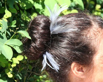Hairpin with grey feathers