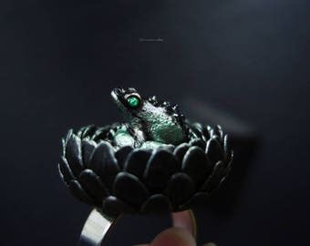 Frog Ring, Flower Ring, Toad Ring, Prince Ring, Gothic Ring, froggy ring, good luck frog, black flower, gothic - Severus from Ravenswood