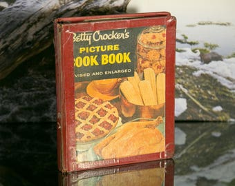 Old Betty Crocker Cook Book Binder with Tons of Handwritten Recipes