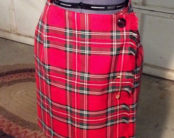Vintage/red tartan plaid /kilt skirt.