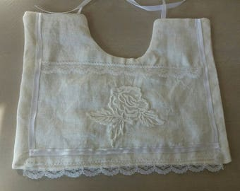 square linen and lace bib