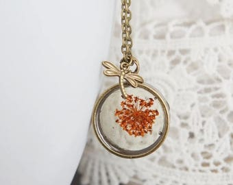 Sale Queen Anne's Lace Resin  Necklace Pressed Flowers Neclace Botanical Jewelry Dragonfly Charm  Real dried flower Pendants Eco Resin Penda