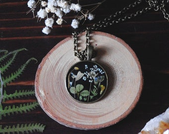 Real Flower Necklace resin jewelry real plant jewelry nature jewelry clover Irish  jewelry terrarium jewelry botanical jewelry flowers