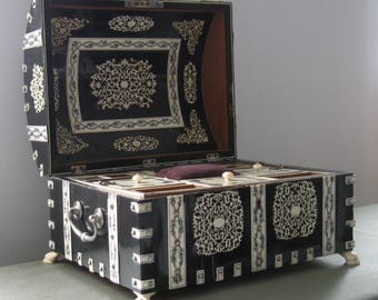 """Antique 1880's Anglo Indian Vizagapatam workbox/coffer - Stunning and large, buffalo horn & bone fretwork - 14.5"""" W x 11.5"""" D x 8.5"""" H"""