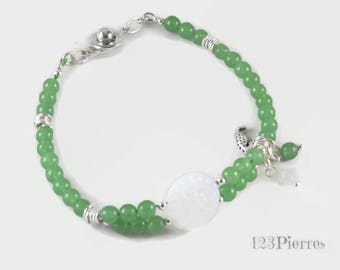 Green jade bracelet with engraved white Czech glass pearl and charms - An 123Pierres jewel