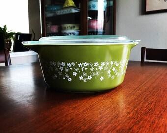 Vintage Pyrex Crazy Daisy Spring Blossom Dark Green 475 Round Casserole 475-B 2 1/2 Quart White Small Flowers Lid Handles Cinderella Dish