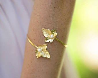 Leaf bracelet, Bridal Bracelet, Wedding Cuff, Arm Bracelet, Wedding Bracelet, Bridesmaids Bracelet, Adjustable Bracelet, Gold Pearl Bracelet
