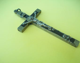 Crucifix//Religious Gifts//Jesus Christ//Skull and Crossbones//Antique Crucifix//Vintage Cross//Found And Flogged