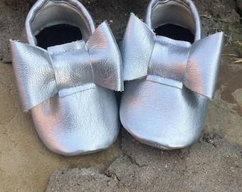 Silver Bow Moccs- Handmade Moccs // Baby Moccs // Bow Moccs // TEXAS MOCCS // Baby Moccasins