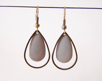 Dangle drop earrings gray and bronze rings