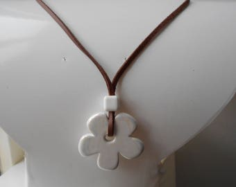 Necklace cord-white ceramic flower dish Brown