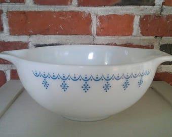 Vintage Pyrex Snowflake Garland Glass Cinderella Mixing Bowl White with Blue 2 1/2 Quart Retro Kitchen