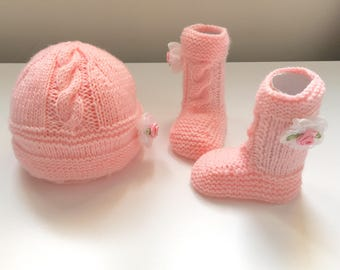 Hand knitted baby boots and hat set