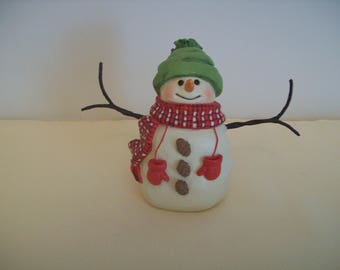 Hallmark Snowman 5-Inch Resin Figurine with Red Mittens & Pine Cone Buttons. Vintage