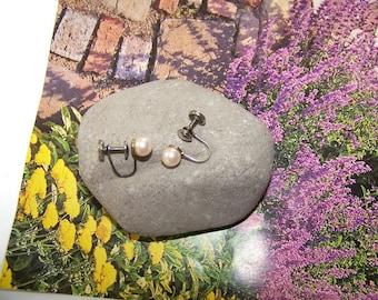 Vintage Pearl Screwback Earrings, Small Earrings, Earrings, Pearl Earrings, Gift for her, Round Pearl Earrings, Screwback Earrings