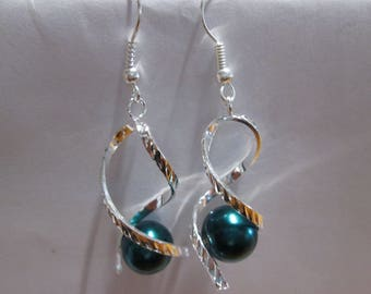 Silver metal and green satin Pearl Earring
