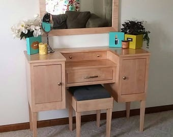 Lavish Lady II Makeup Vanity Table