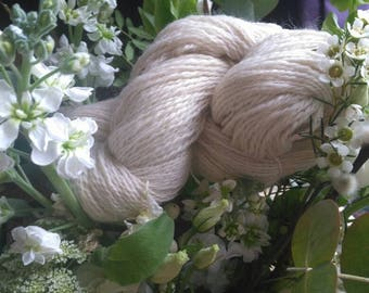 199 grams of hand spun Shetland fibre. There are 485 metres of wonderfully soft yarn for your knitting pleasure.