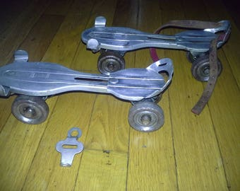 1960s metal adjustable roller skates with key