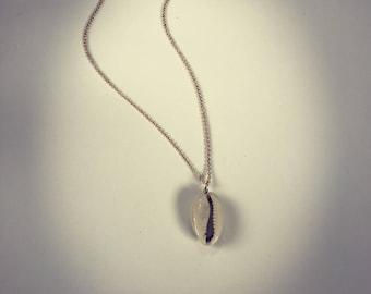 Cowry shell necklace, danity shell necklace, beach jewlery